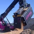 Dedykowane pochylne narzędzie do manipulowania kontenerami wywraca do góry nogami branżę recyklingu