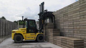 Świeże spojrzenie na funkcjonowanie wózków w trudnym środowisku transportu materiałów budowlanych